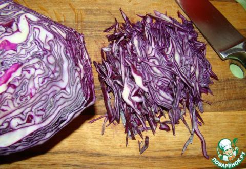Салат из краснокочанной капусты с зеленым луком