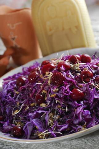Салат из краснокочанной капусты с растительным маслом