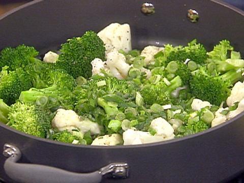 Салат из брокколи с брынзой